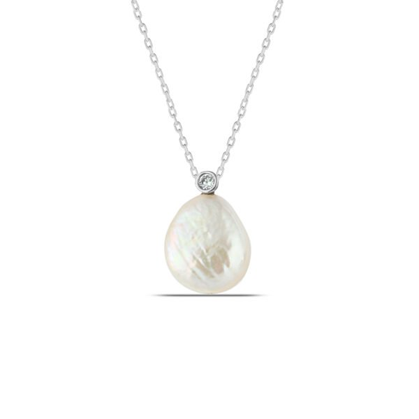 Pearl Necklace in Silver